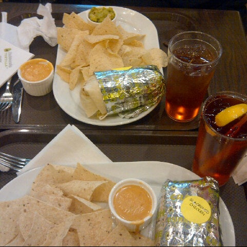 Foto tirada no(a) California Tortilla por Ms. Hala em 7/31/2013