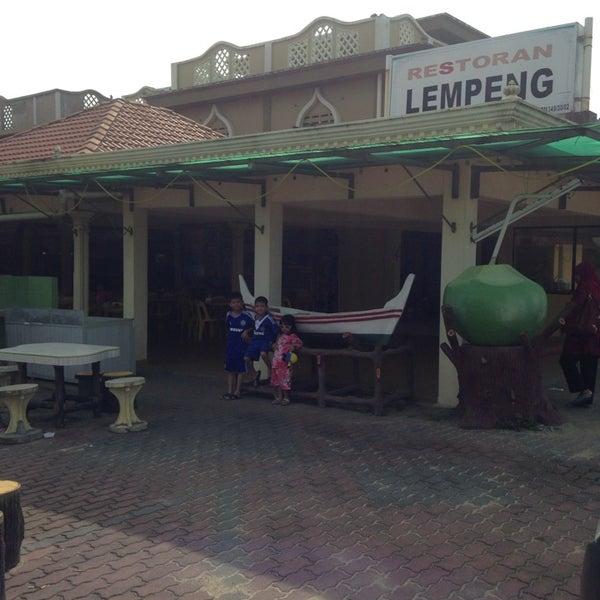 Photo taken at Restoran Lempeng by Norsiah M. on 1/19/2014