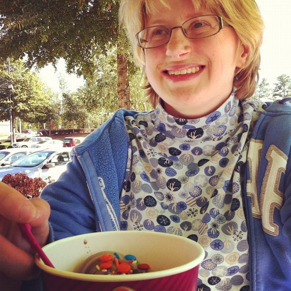 Photo taken at Menchie's Frozen Yogurt by Chad B. on 10/20/2012
