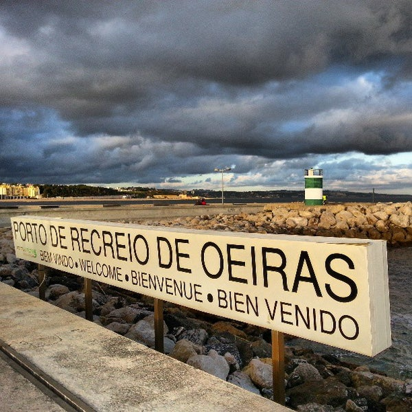 Foto tirada no(a) Porto de Recreio de Oeiras por Jose Carlos S. em 3/20/2013