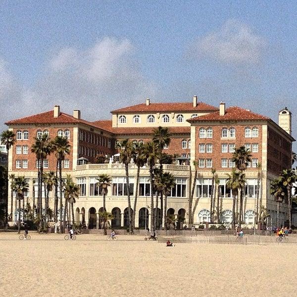 รูปภาพถ่ายที่ Casa Del Mar Hotel โดย Dan V. เมื่อ 4/8/2013