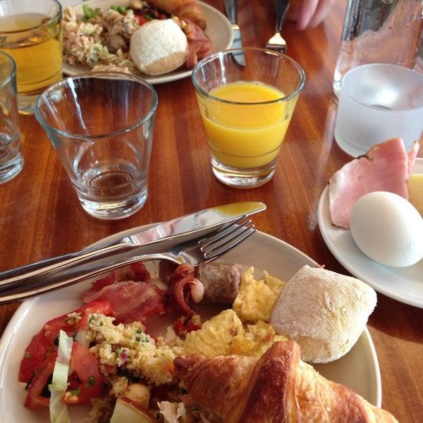Das Foto wurde bei Deli Café Maya von Saara S. am 9/7/2014 aufgenommen