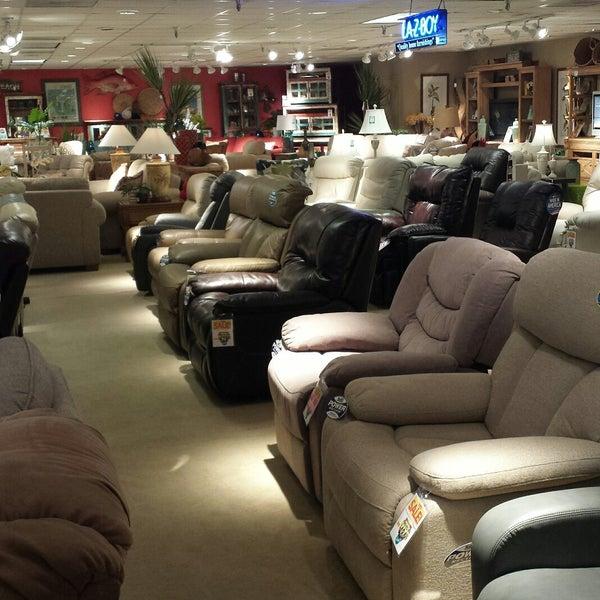 次での写真:Kanes Furniture Clearwaterの家具 家財店