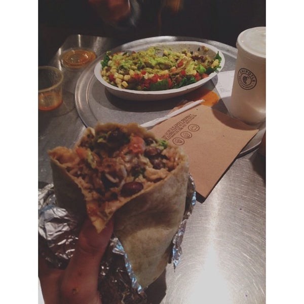 Photo taken at Chipotle Mexican Grill by Eric L. on 7/23/2014