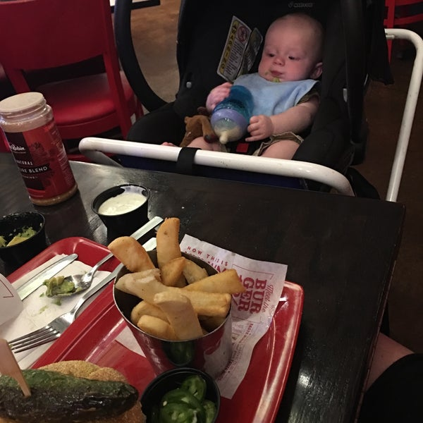 Photo taken at Red Robin Gourmet Burgers by Lauren E. on 6/18/2016