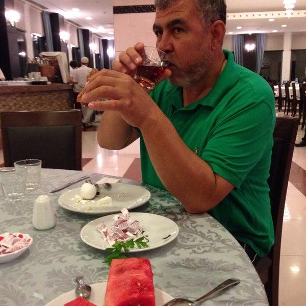 7/25/2014 tarihinde Sinan D.ziyaretçi tarafından Sah İnn Restaurant'de çekilen fotoğraf