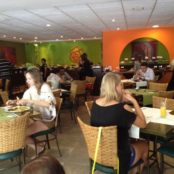 Foto tirada no(a) Limone Restaurante e Café por Wanessa C. em 9/1/2013