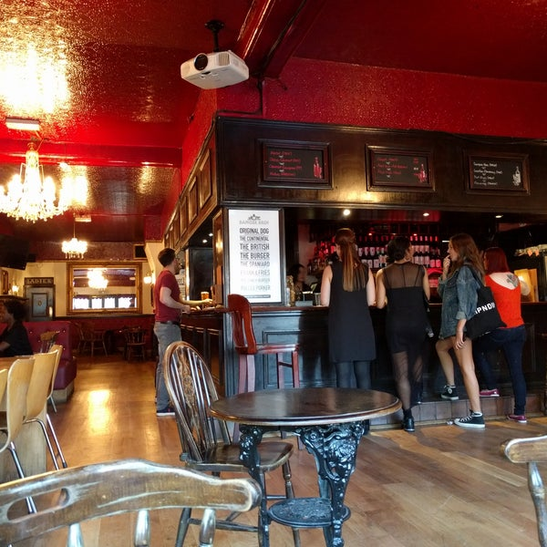 Photo taken at The Blind Beggar by Ашли . on 5/26/2017