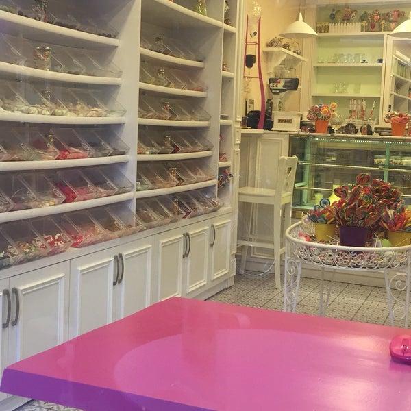 Foto diambil di Büyükada Şekercisi Candy Island oleh Aleyna D. pada 7/15/2017