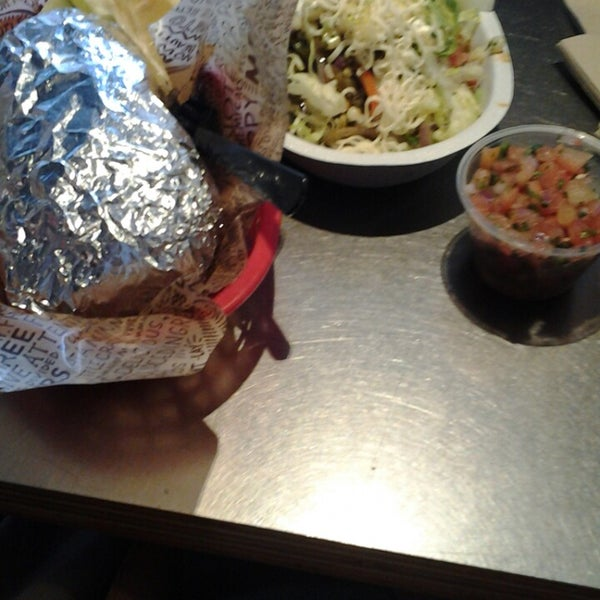 Photo taken at Chipotle Mexican Grill by Maryam D. on 12/22/2013