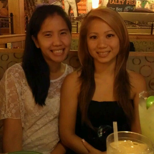 Photo taken at Applebee's by Thuy N. on 6/11/2014