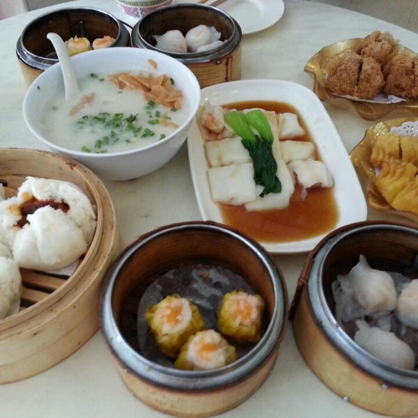Photo taken at Restoran Tom's Dim Sum by Kelvin L. on 5/24/2014