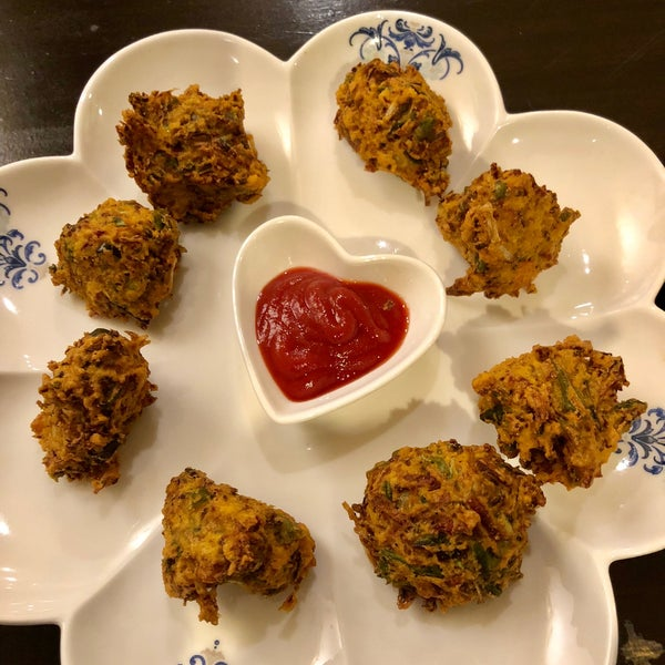 Love the deep fry veggie balls, crispy outside and soft inside! Great place for vegetarians or any Indian food lovers
