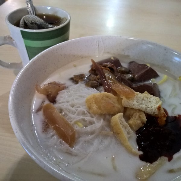 Photo taken at Hot Bowl Nyonya Delights by 閔諺 鍾. on 11/17/2016