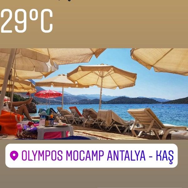 Das Foto wurde bei Olympos Mocamp Beach Club von Ali E. am 7/28/2018 aufgenommen