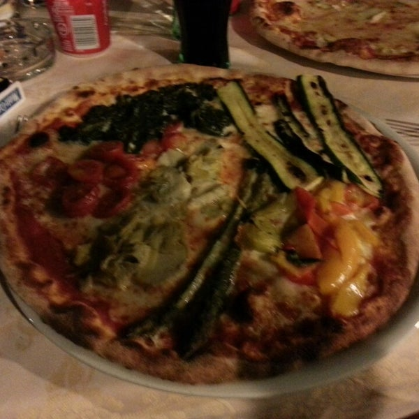 Photo prise au Pizzeria Cin Cin par TC Şamil A. le9/4/2013
