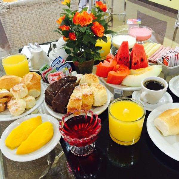 Café da manhã nunca visto!! TOP demais!!  Lindo e limpo, funcionários educados! Sentí em casa! Recomendo!