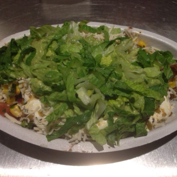 Photo taken at Chipotle Mexican Grill by Natalia C. on 3/7/2014