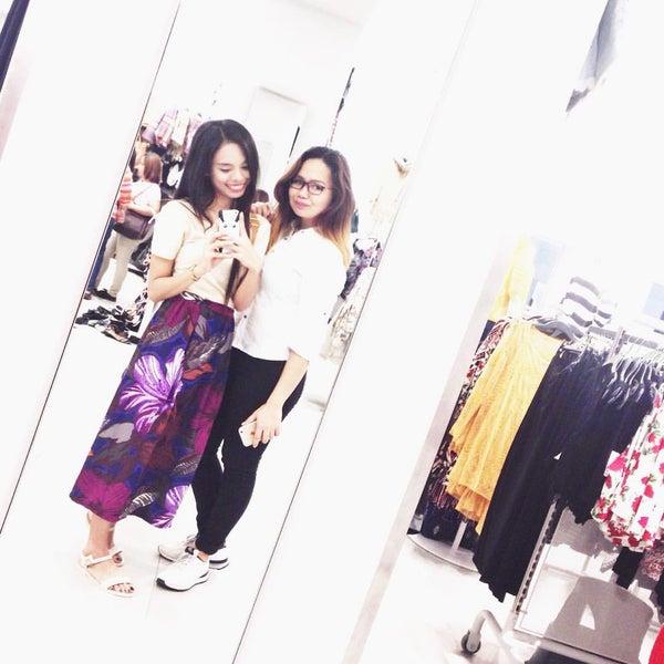 Das Foto wurde bei H&M von Princess M. am 10/21/2015 aufgenommen