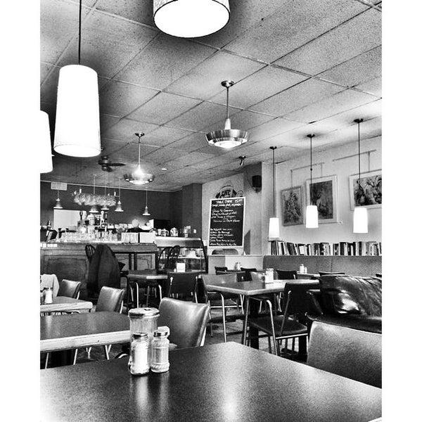 1/20/2015 tarihinde Fred B.ziyaretçi tarafından Café Lézard'de çekilen fotoğraf
