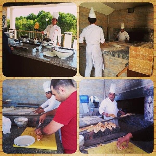 9/25/2013 tarihinde Zeynep G.ziyaretçi tarafından Sah İnn Restaurant'de çekilen fotoğraf