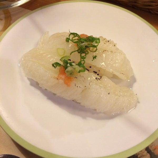 Das Foto wurde bei 丸壽司 von Jenny L. am 10/24/2014 aufgenommen