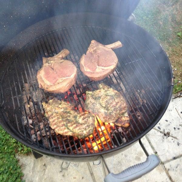 Außerhalb der Bürozeiten kann man es schon mal mit Dry Aged Beef zu tun bekommen...natürlich begleitet von einem kühlen Bierchen