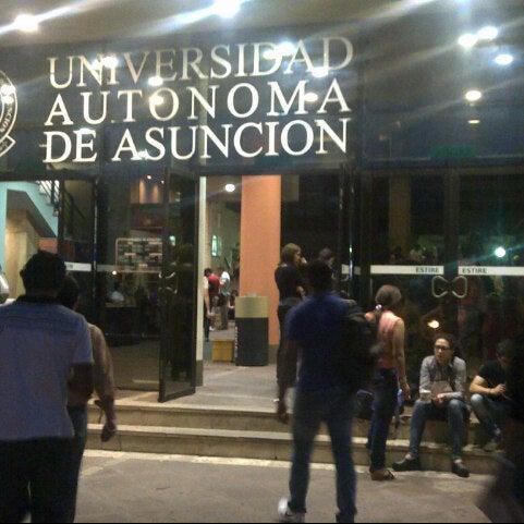 Foto tomada en Universidad Autónoma de Asunción por Javier P. el 10/7/2013
