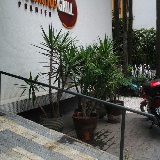 Foto tirada no(a) Paulinho's Grill por Marcus Vinicius B. em 12/4/2012