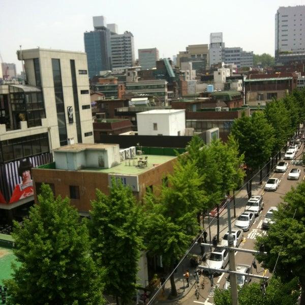 Photo taken at 현대고등학교 by Hwang K. on 5/15/2013