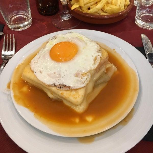 Foto tirada no(a) Oporto restaurante por Xavi C. em 9/29/2016