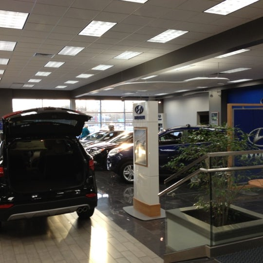 Photo Taken At Lester Glenn Hyundai By Catherine P. On 11/23/2012