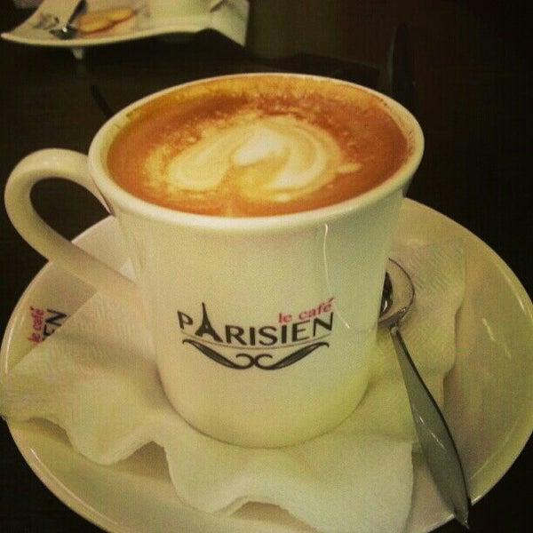 Снимок сделан в Le Café Parisien пользователем Nelly A. 3/1/2013