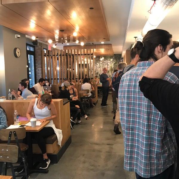 Снимок сделан в Irving Farm Coffee Roasters пользователем Frank R. 9/15/2017