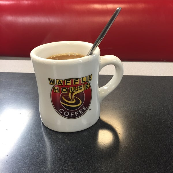 Photo taken at Waffle House by Tony R. on 9/16/2015