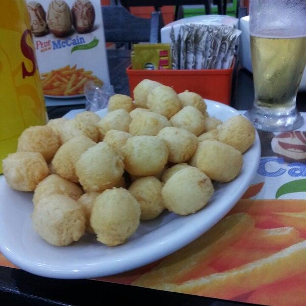 Foto tirada no(a) Brasil Burger por Ale C. em 3/30/2013