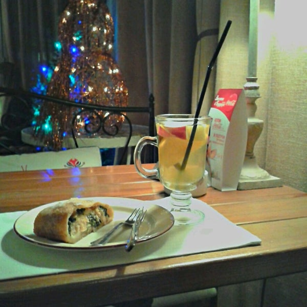 Снимок сделан в Cafeletto пользователем Elena T. 12/9/2013