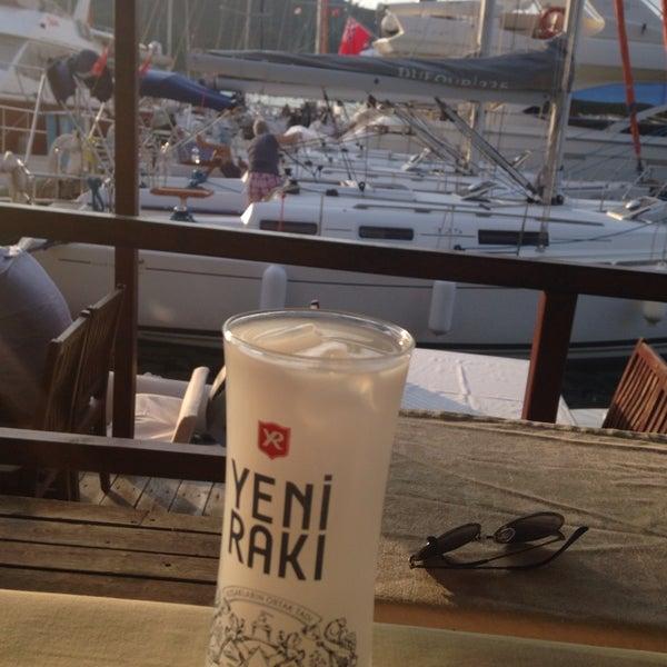 6/7/2014 tarihinde Mutlu A.ziyaretçi tarafından Fethiye Yengeç Restaurant'de çekilen fotoğraf