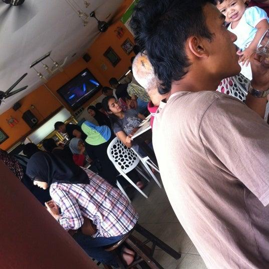 Photo taken at Restoran Sambal Hijau by Fadhilah Z. on 11/11/2012