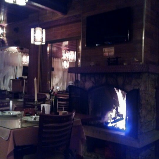 Foto tirada no(a) Restaurante Mont Vert por Cris G. em 6/5/2014