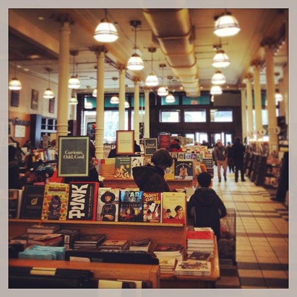 Foto tomada en Barnes & Noble por Mandy R. el 2/22/2013