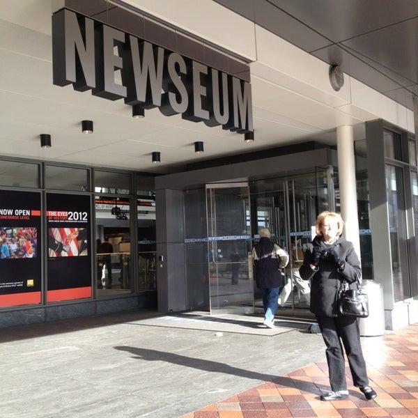 Foto tirada no(a) Newseum por Amy P. em 12/23/2012