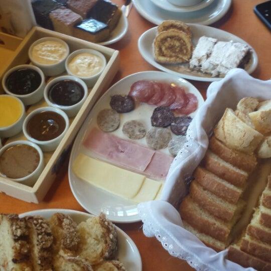 Foto tirada no(a) Café Colonial Walachay por K. M. em 8/9/2015