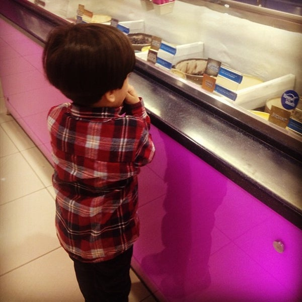 Photo taken at Baskin Robbins by Osama A. on 12/5/2013