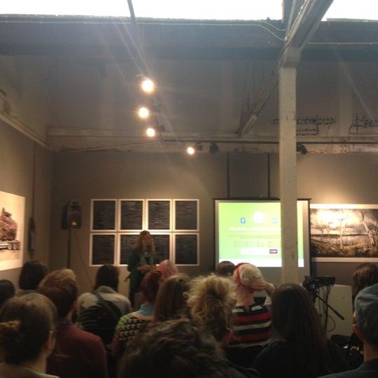 Photo prise au The Compound Interest: Centre for the Applied Arts par Caroline B. le10/25/2012