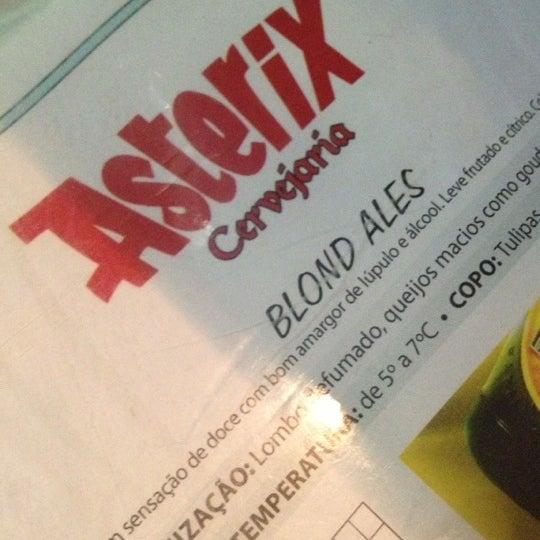 Foto tirada no(a) Cervejaria Asterix por Roberta T. em 10/18/2012