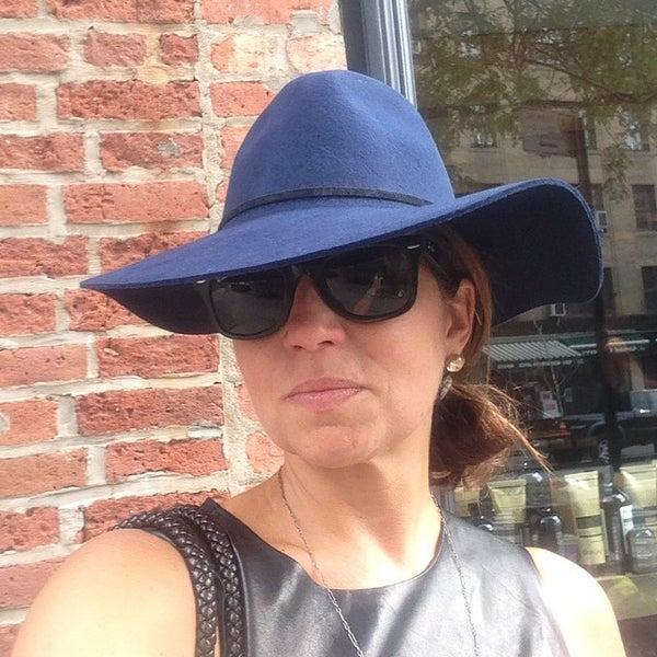 Снимок сделан в Goorin Bros. Hat Shop - West Village пользователем Jodi R. 9/29/2014