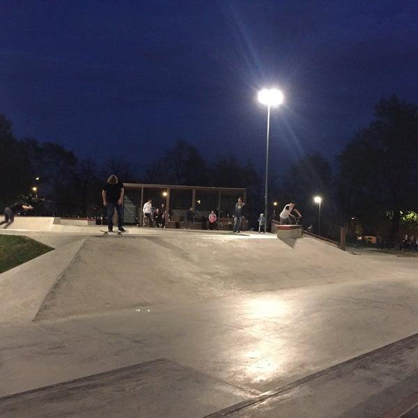 Das Foto wurde bei Скейт-парк «Садовники» von Maxlmka C. am 5/2/2016 aufgenommen