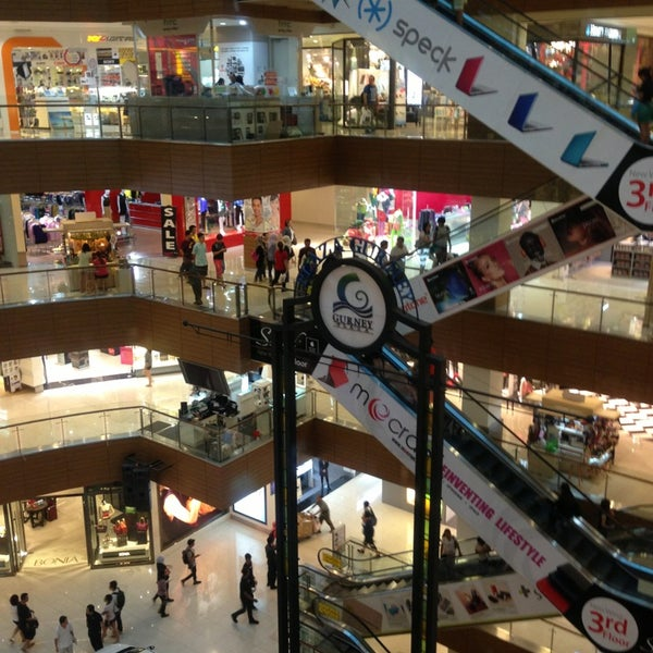 Photo taken at Gurney Plaza by Agung R. on 3/7/2013