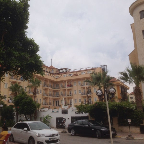Foto scattata a Sinatra Hotel da Can (Σακίρ τζαν) Χ. il 6/27/2015